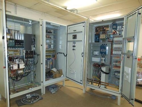Silový ařídící rozváděč při výrobě ve firmě EL-INSTA ENERGO s.r.o., Hrušovany uBrna